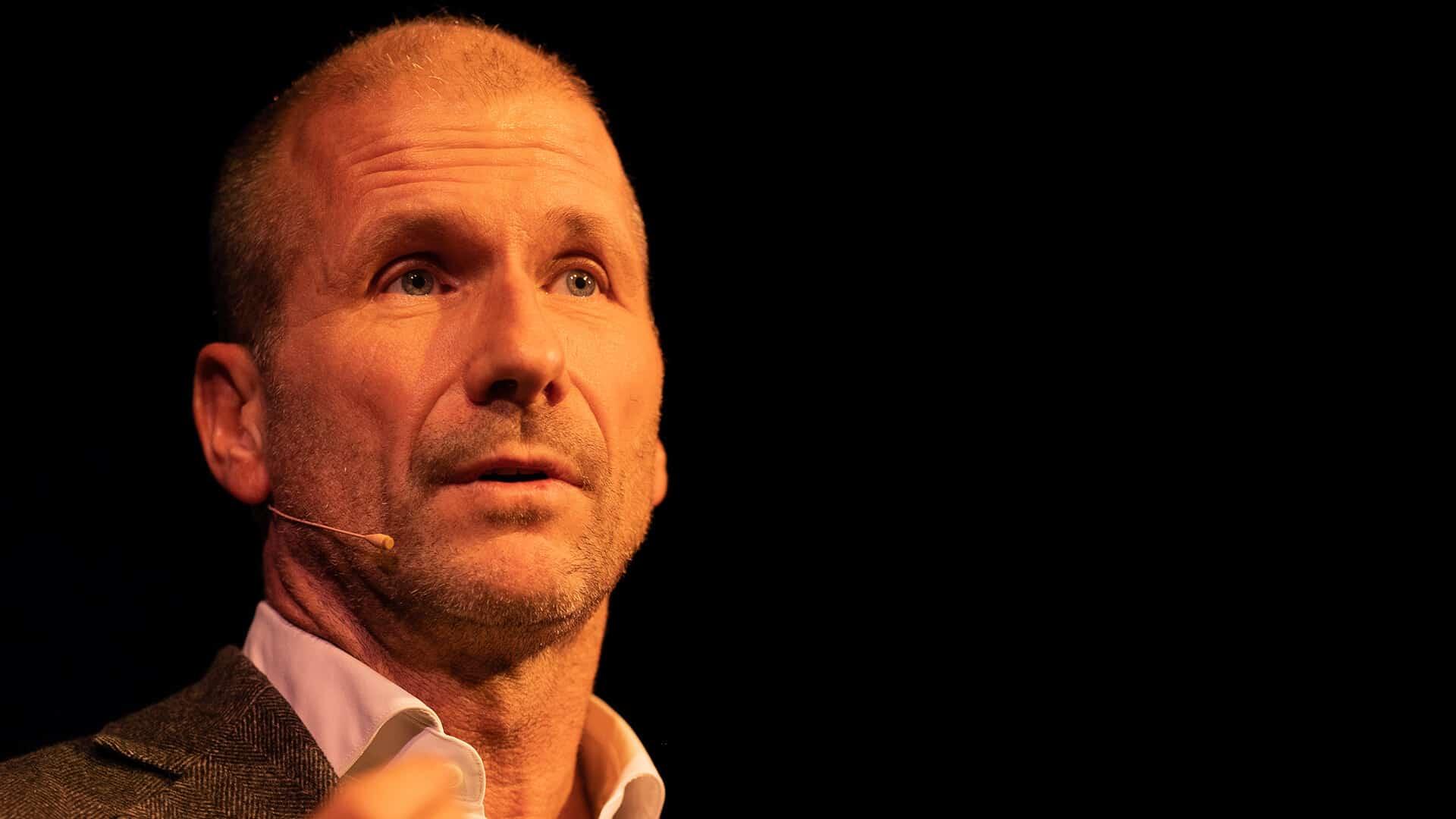 Teatersjef Stefan Larsson under lanseringen av teaterprogrammet 2020
